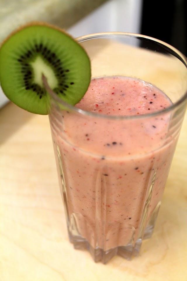 Kiwi Strawberry Smoothie from dontmissdairy.com