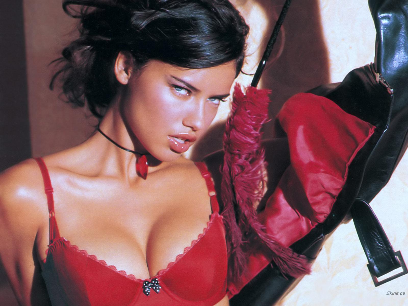 http://4.bp.blogspot.com/-FjiiPRG-djU/TmR2NY684xI/AAAAAAAALL4/IuU8AdGYEHg/s1600/adriana-lima-hot-wallpaper+%25283%2529.jpg