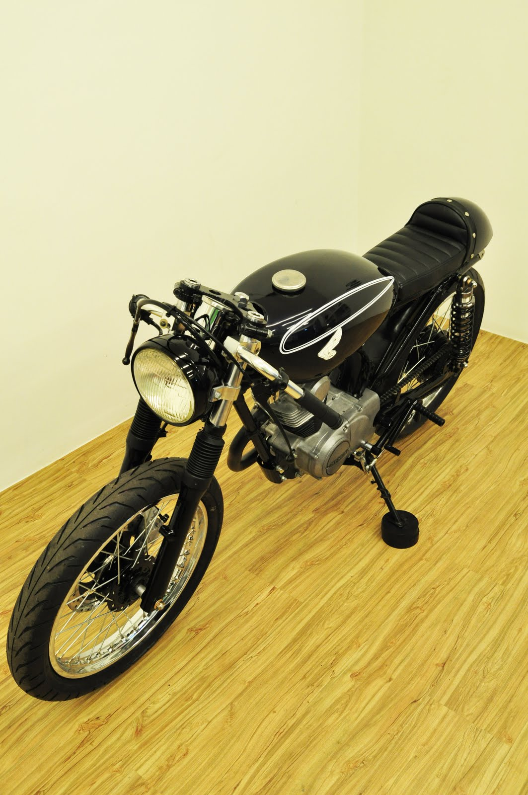 Honda CB100 Cafe Racer | Honda Cafe Racer | Honda CB100 Cafe Racer parts | Honda CB100 Cafe Racer seat | Honda CB100 Cafe Racer for sale