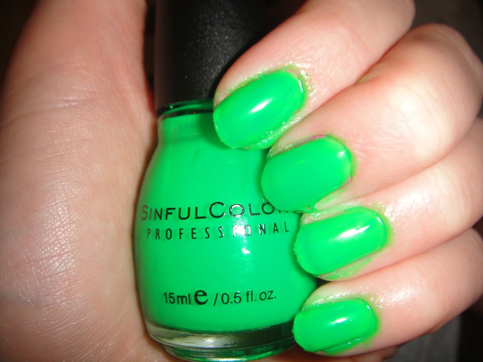 Sinful colors, sinful color Irish Green review, neon green polish, polish review, Sinful colors Irish Green Swatch, irish green swatch
