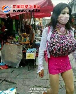 【中国】超爆乳ギャルに女装して女子トイレを盗撮した男