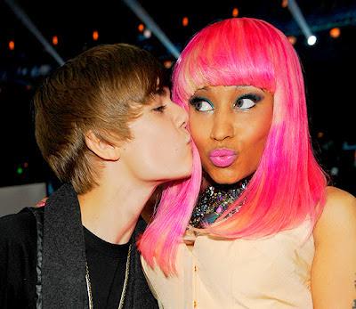 justin-bieber-kiss-nicki-minaj-pink-weave