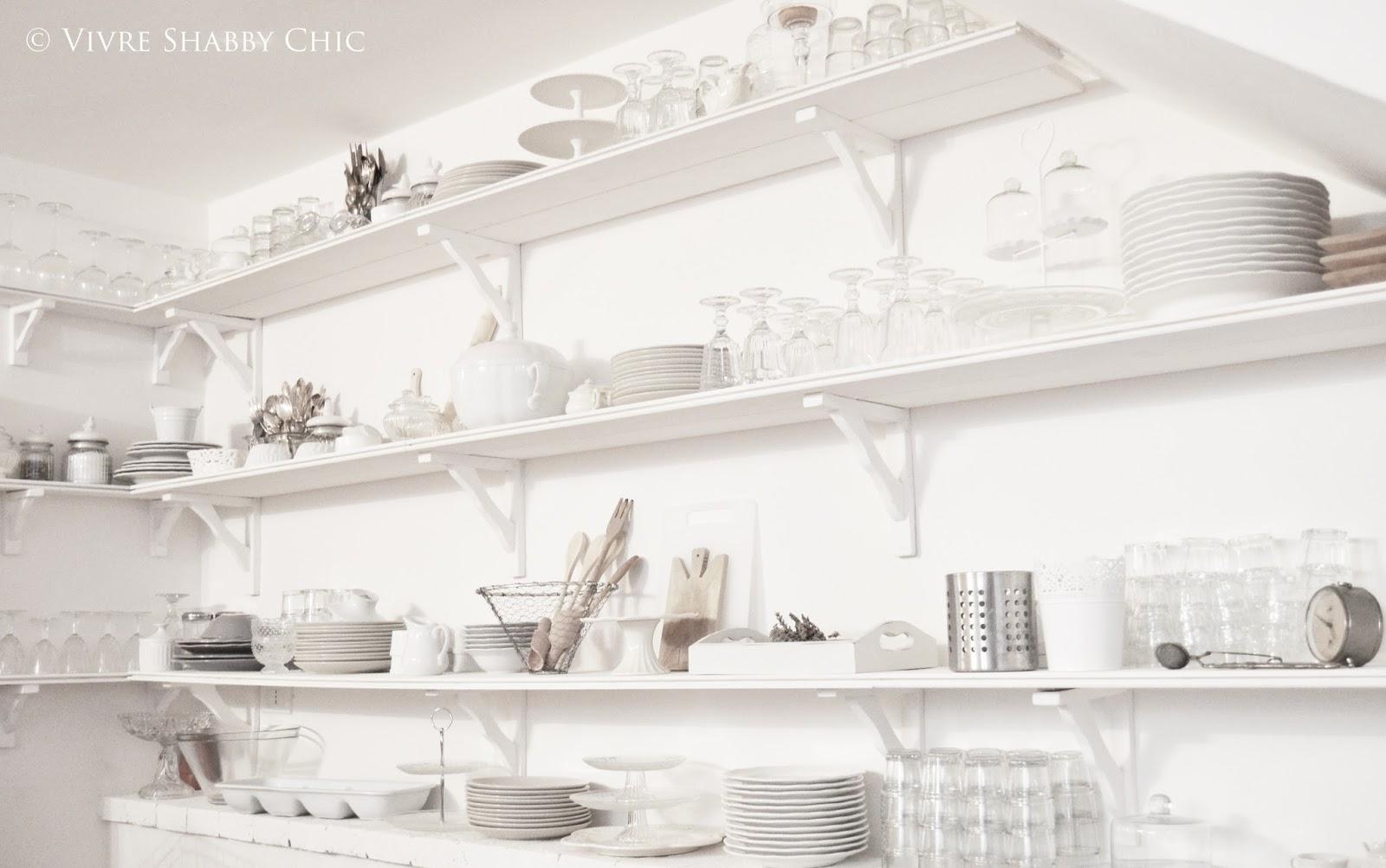 Vivre shabby chic open shelving in cucina la mia parete attrezzata - Parete shabby chic ...