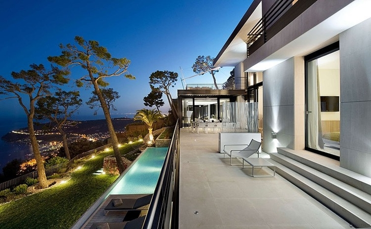 Backyard of Modern Bayview Villa In French Riviera