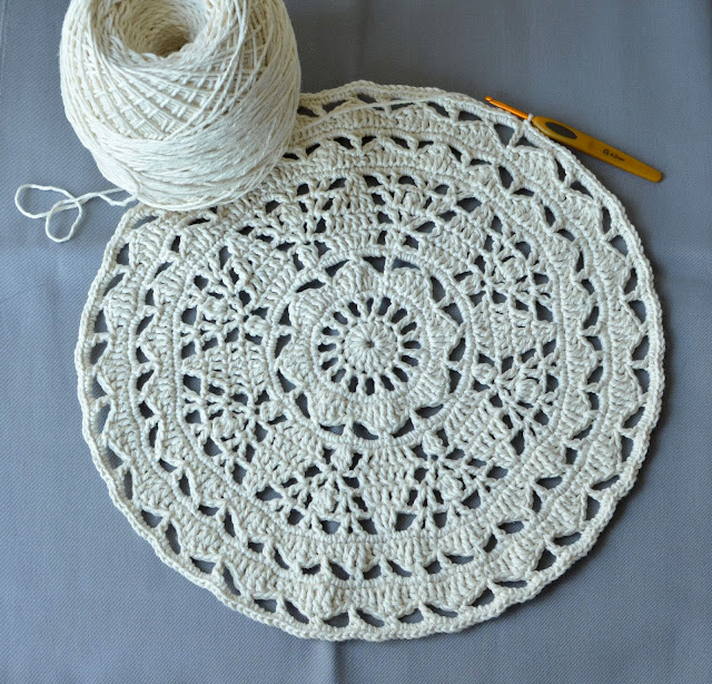 Barroco yarn by Circulo and lace doily
