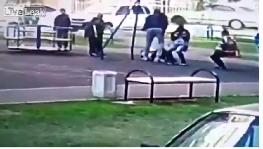 Βίντεο - Τον σάπισε στο ξύλο - Πατέρας έδειρε 9χρονους γιατί πιστεύει ότι έκαναν bullying στον γιο του