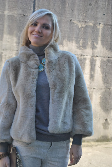 outfit pelliccia ecologica come abbinare la pelliccia ecologica abbinamenti pelliccia ecologica faux fur coat how to wear faux fur coat how to combine faux fur coat outfit casual invernali outfit da giorno invernale outfit gennaio 2016 january  outfit january 2016 outfits casual winter outfit mariafelicia magno fashion blogger colorblock by felym fashion blog italiani fashion blogger italiane blog di moda blogger italiane di moda fashion blogger bergamo fashion blogger milano fashion bloggers italy italian fashion bloggers influencer italiane italian influencer