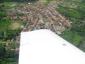 aviao  sobrevoando a cidade de  Bonito  de  Sante Fe  Pb