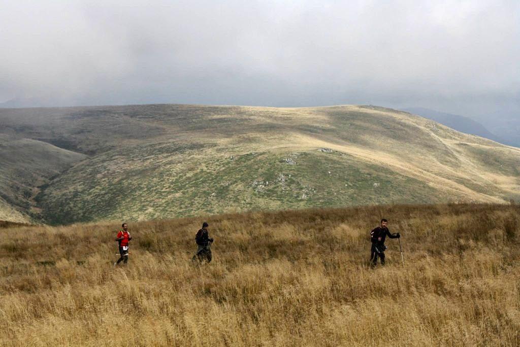 Ciucaş X3, un concurs extraordinar... de greu. Povestea unui alergător de plat printre titani. O nouă excursie la munte. Alergatori din Bucureşti