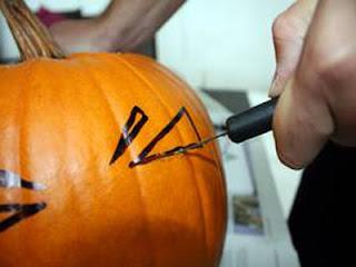 вырезание по трафарету для тыкв на хэллоуин