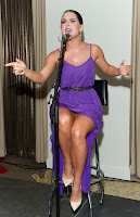 Joanna, thigh, show