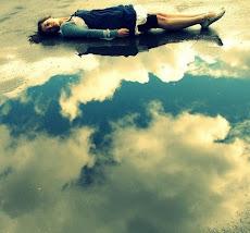No me digas que el cielo es el límite, hay huellas en la luna.