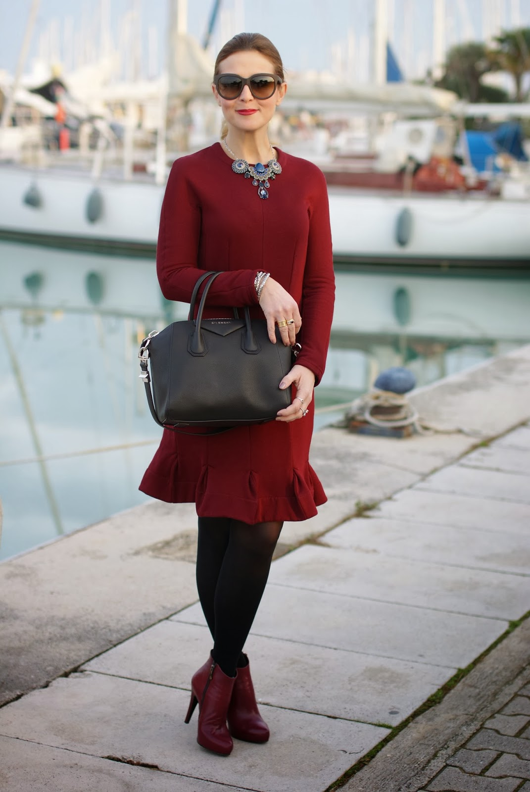 flaunt your curves dress, Carven burgundy dress, Givenchy Antigona bag, Icone burgundy boots, Fashion and Cookies, fashion blogger