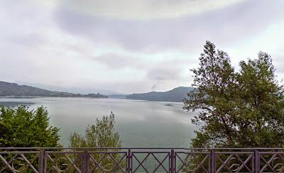Vista del embalse desde la zona de Ullibarri