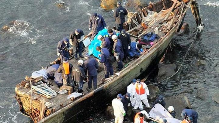 Θρίλερ με πτώματα που βρέθηκαν μέσα σε βάρκα στην Ιαπωνία