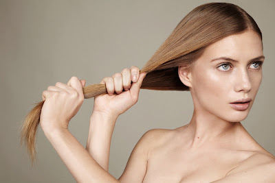 model pulling hair, woman pulling hair, strong hair, beauty photographer nyc