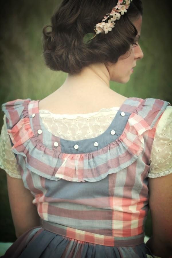 1940s Dress Back Detail #vintage #fashion #1940s #lace #ruffle #dress