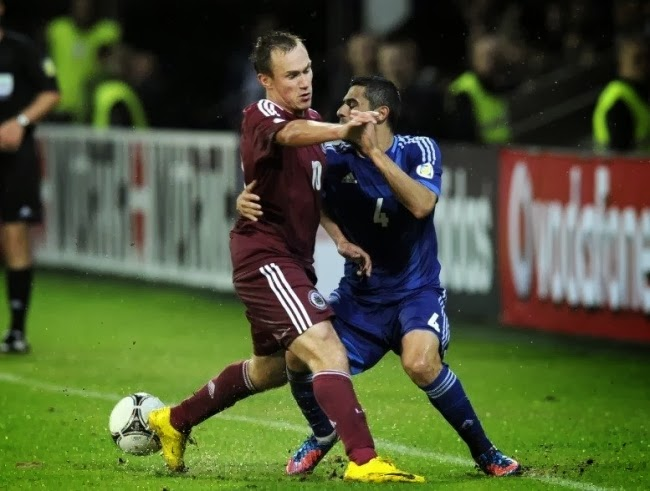 Да ну его к черту, этот футбол! Давай уедем в Аргентину, будем танцевать танго!