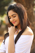 Adah Sharma glamorous photos-thumbnail-8