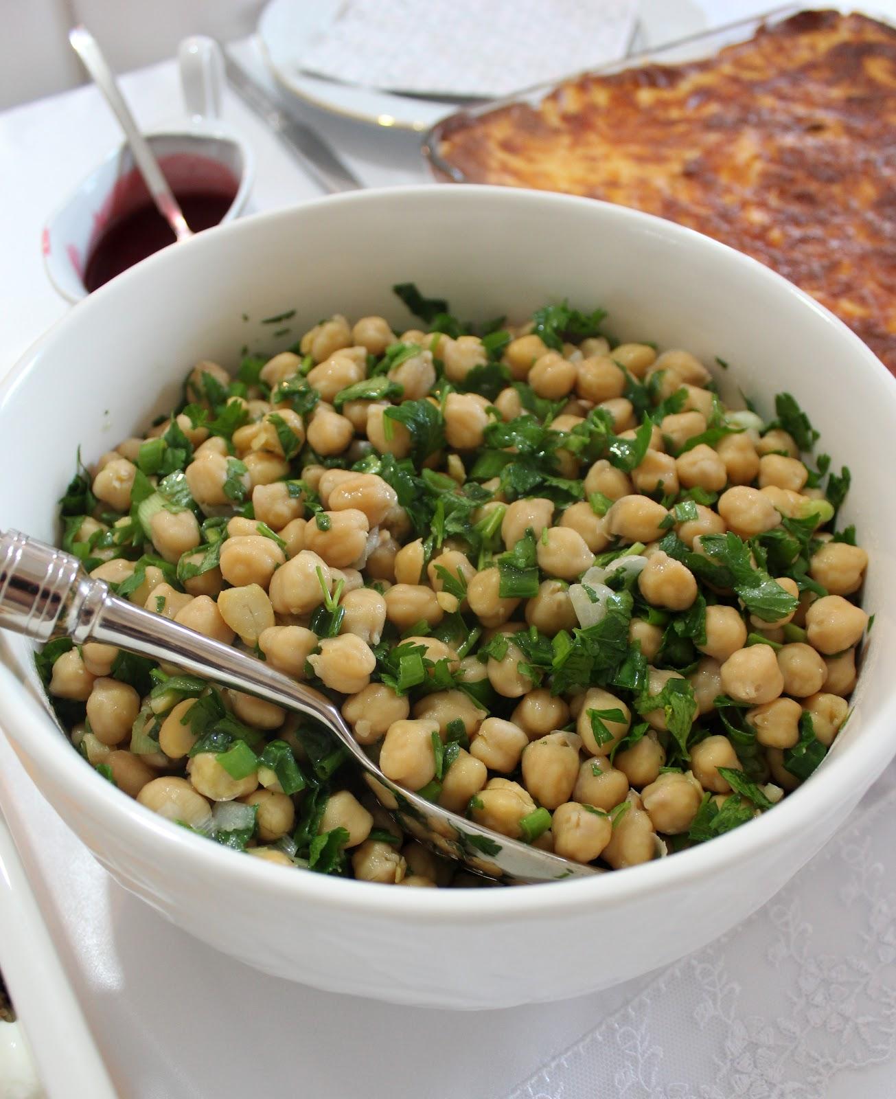 Fette Salatası (Tahinli-Nohutlu)