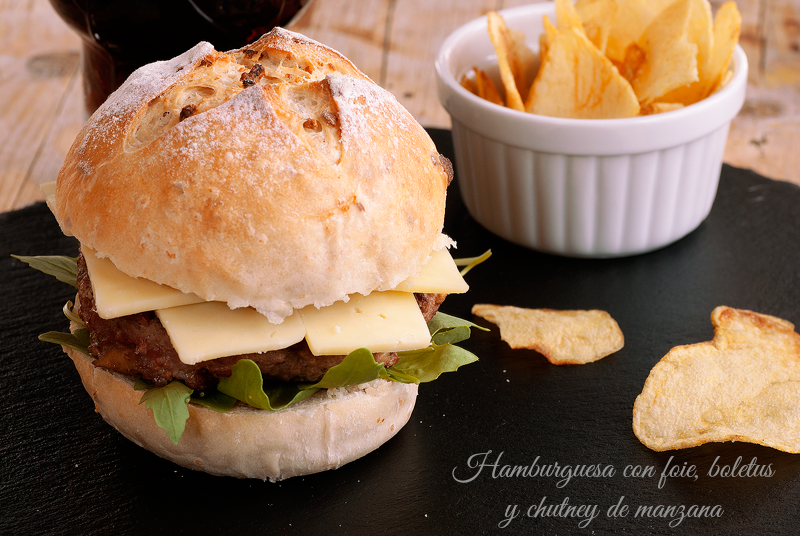 hamburguesa con foie, boletus y chutney de manzana