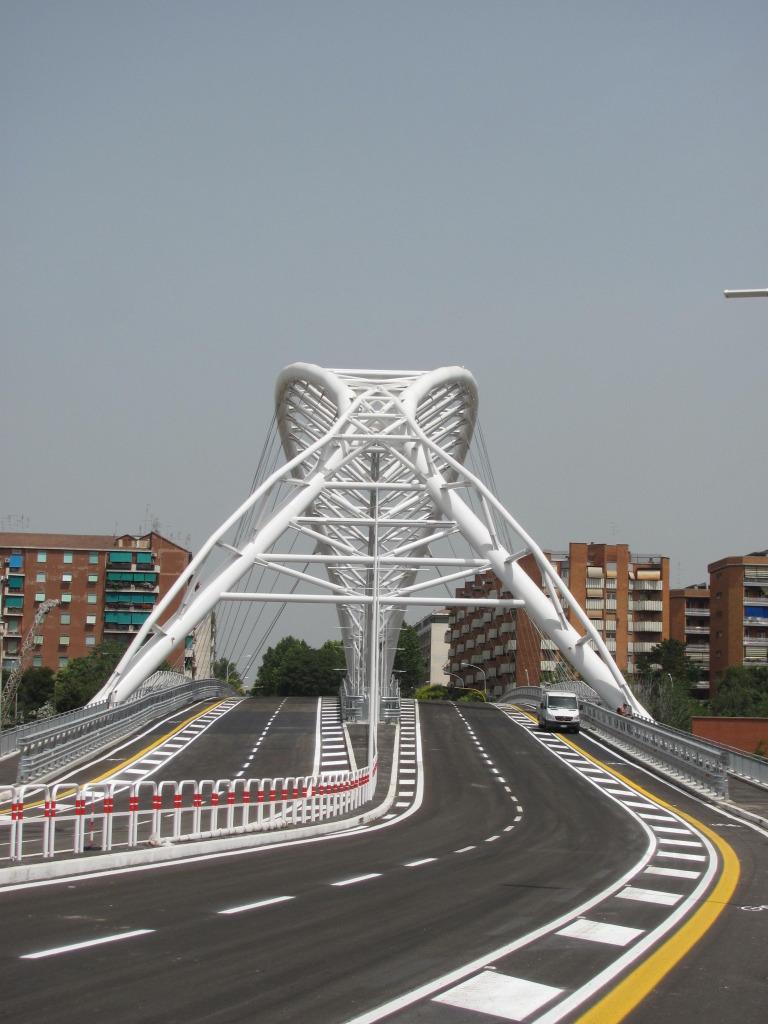 Roma fa schifo oggi inaugura il ponte all 39 ostiense con for Un arredo urbano