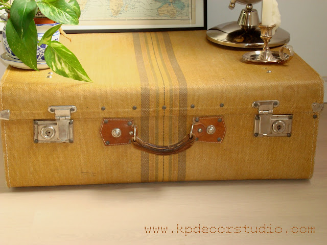 maletas antiguas como mesas de dormitorio