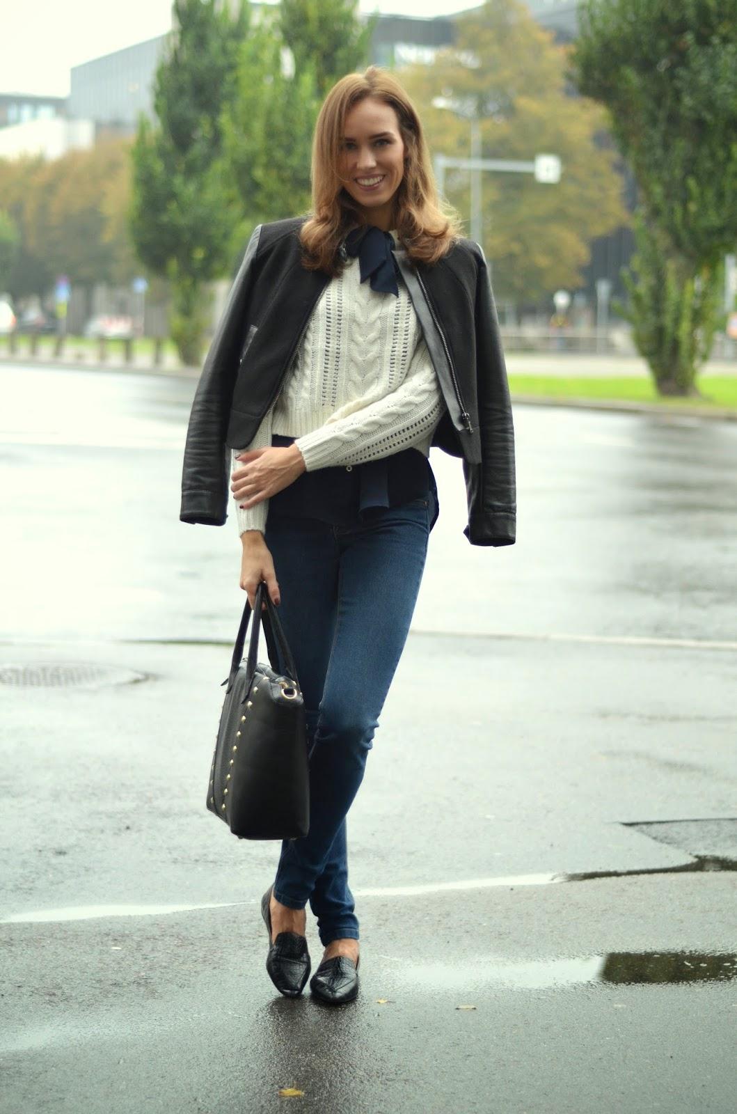 crop-knitwear-bowtie-blouse-slim-jeans-flats-outfit