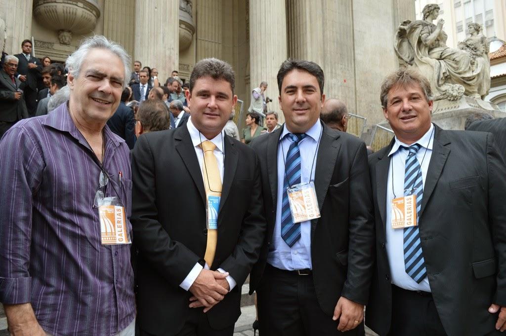 Prefeito Arlei e os vereadores Dr. Carlão, Luciano de Vargem Grande e Dedê da Barra após a sessão solene de posse de Pezão no cargo de governador
