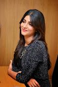 Shruti Haasan Glam pics-thumbnail-39