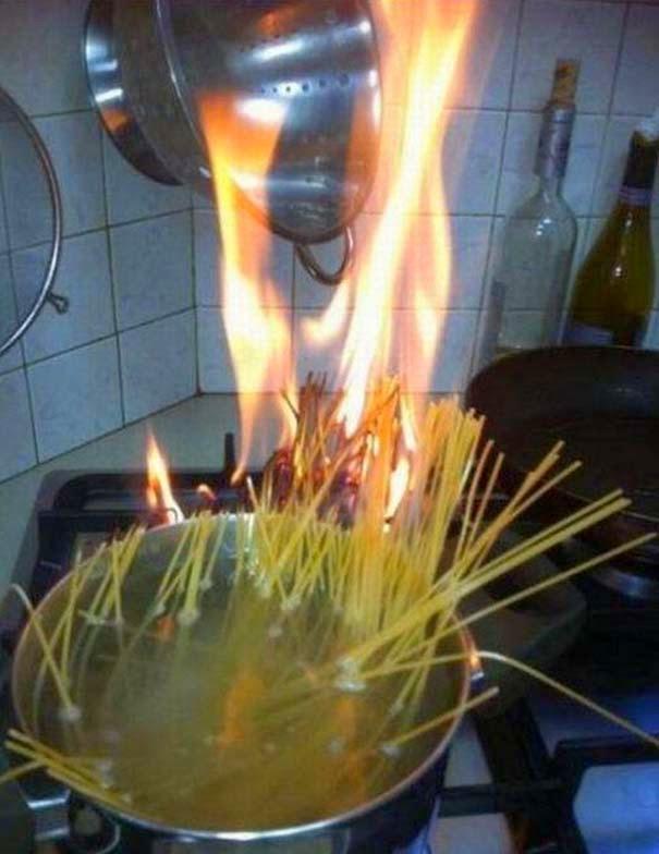 kollima.gr - 40 φωτογραφίες με ανθρώπους που νόμιζαν ότι μπορούν να μαγειρέψουν..