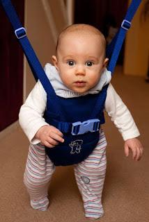 melatih anak berjalan