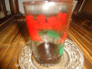 Lendir sisa kopi dalam gelas kaca