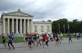 München Marathon vor der Glyptothek