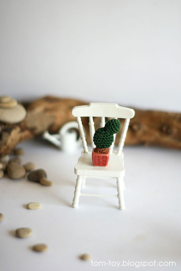 Miniature crochet cacti