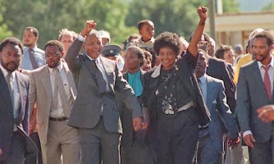 Nelson Mandela celebrando los veinte años de libertad de sudafrica
