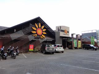 Salah satu Factory Outlet (FO) di jalan Dago