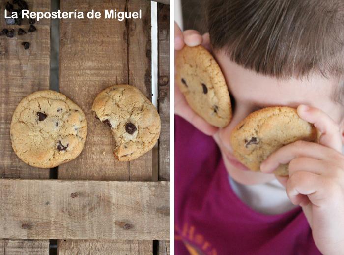 Dos fotografías forman parte de esta imagen.En una imagen dos galletas vistas desde arriba, una de ellas mordida y las dos sobre unas maderas y en la otra imagen una niña coge con sus manos sendas galletas colocandoselas delante de los ojos como si de unas gafas se tratara.