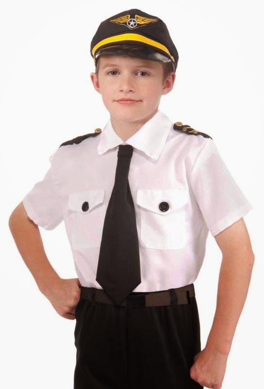 Gambar anak kecil laki-laki pakai kostum pilot gratis