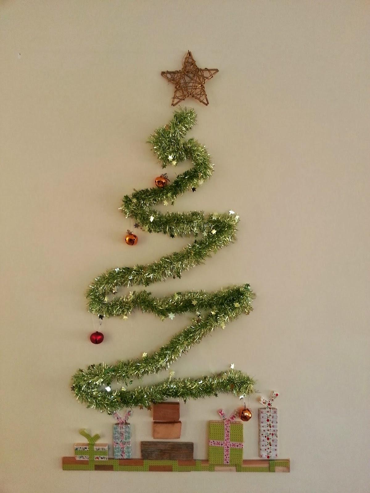 Arbol navidad moderno rbol navidad blanco christmas diy escaleras decoradas como rbol de - Arbol navidad moderno ...