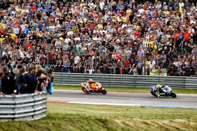 Berapa Banyak Penonton yang Menyaksikan Aksi Rossi - Marquez di Assen?
