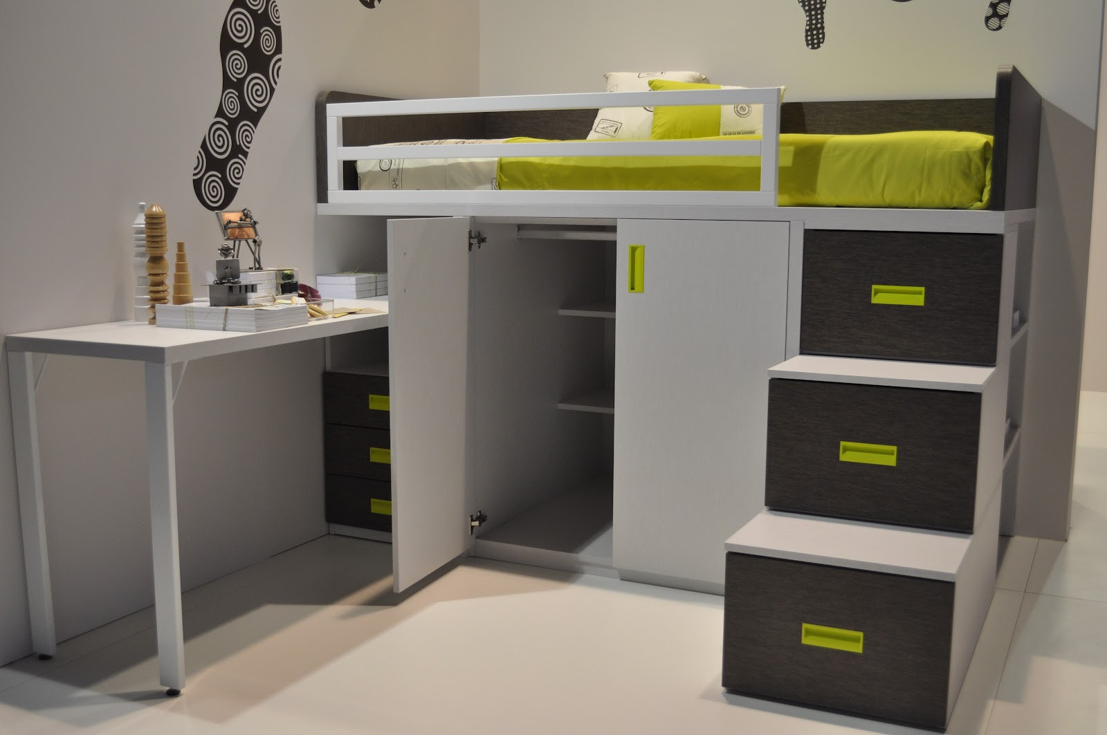 Muebles ros feria habitat programa de camas tren de for Camas juveniles modernas