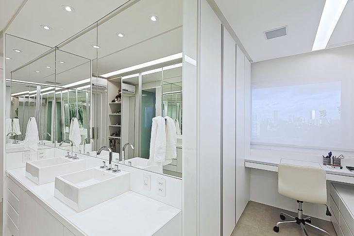 Banheiros com áreas íntimas (vaso e chuveiro) separadas! Veja modelos e dicas -> Dimensao De Banheiro Com Banheira