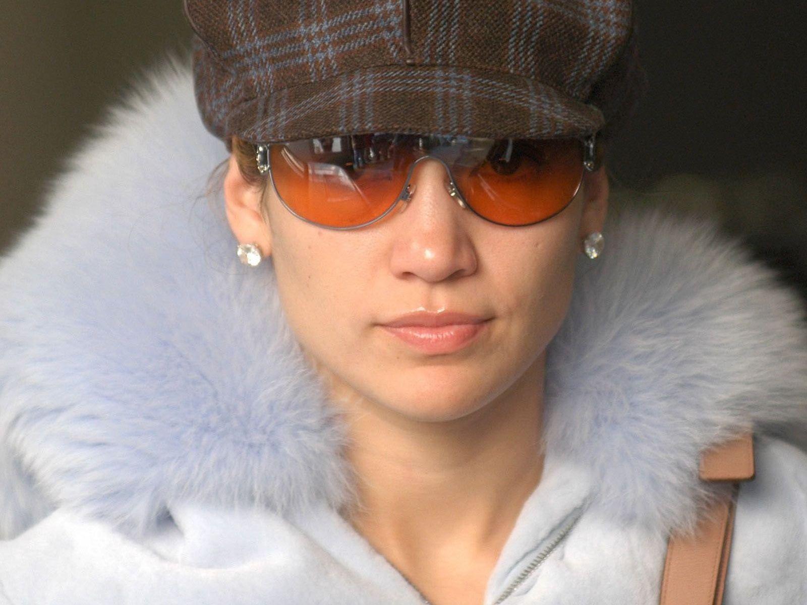 http://4.bp.blogspot.com/-FpDm-78FXq4/UKOVNbNBcFI/AAAAAAAAA84/IKY5kCkdWWw/s1600/Jennifer+Lopez+HD+2012+Wallpapers+1600+X+1200+(6).jpg
