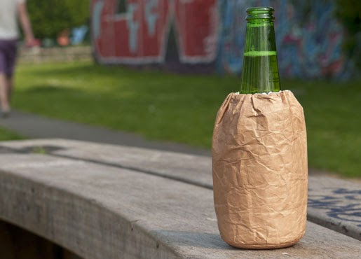 海外で見かける紙袋かと思ったらドリンククーラーだった「Bum Bag Drinks Cooler」