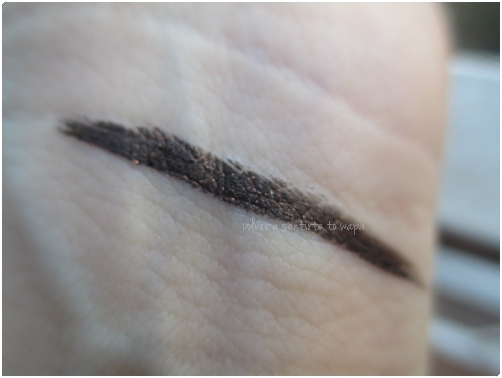 Bobbi Brown - Colección Scotch on the Rocks - Long-Wear Gel Liner - tono Black Scotch & Swatch
