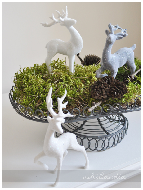 boże narodzenie - dekoracja świąteczna: patera druciana, mech,jelonki / christmas decor