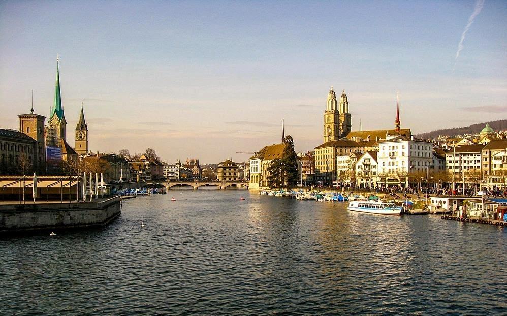 Zurigo è attraversata dal fiume limmat