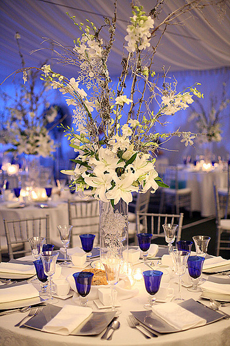 white navy blue flowers centerpieces for weddings