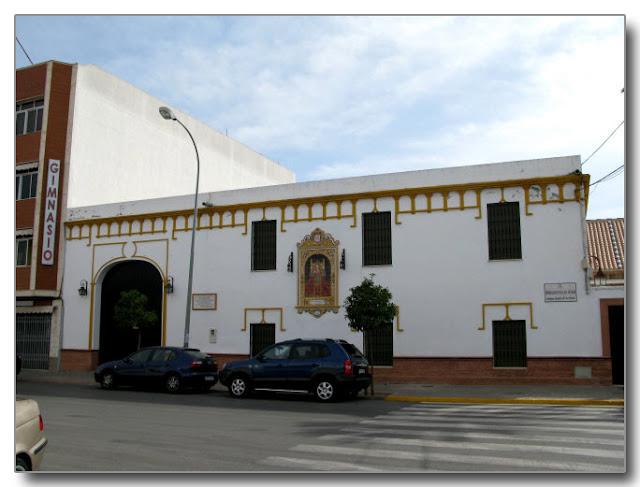 Fachada de la antigua ermita del Colegio del Ave María.